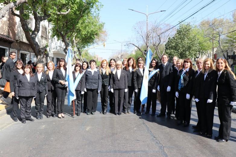 En el Día del Maestro, docentes desfilaron en homenaje a Domingo F. Sarmiento