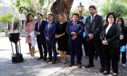 Casa Natal de Sarmiento: Emotivo recibimiento de la llama de la educación