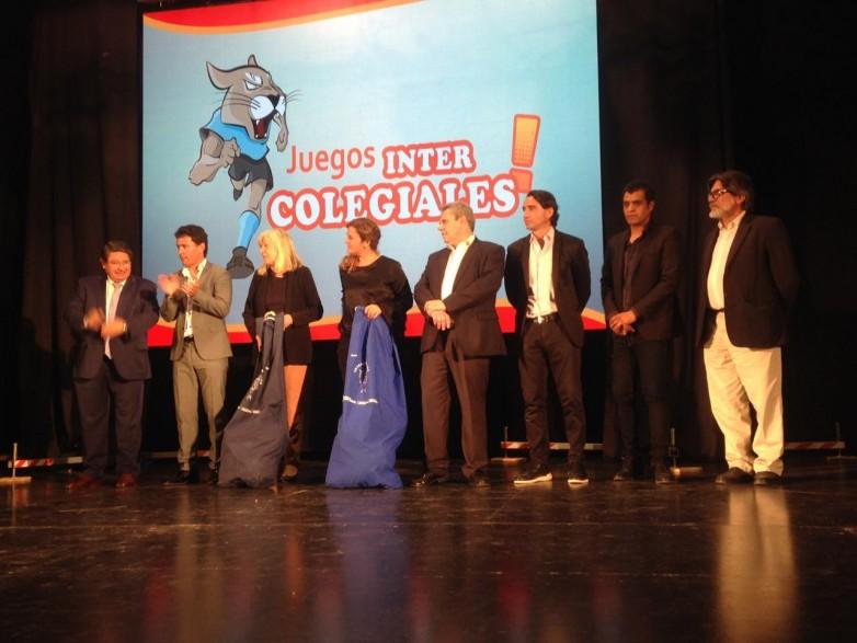 Escuelas de Nivel Primario y Secundario recibieron kits deportivos