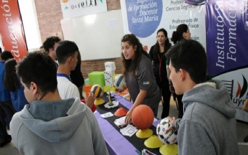 <h3>Es para evitar movilizar a los estudiantes</h3> Evalúan realizar de forma online la Feria de Oferta Educativa y Orientación Vocacional