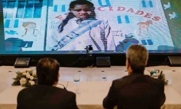 En una ceremonia inédita, Uñac presidió la Promesa a la Bandera de alumnos sanjuaninos