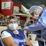 <h6>COVID 19</h6><h1>La próxima semana iniciará la vacunación para docentes de secundaria y de nivel superior</h1>