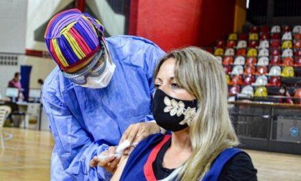 Se vacunará contra el COVID-19 a docentes secundarios en actividad del ámbito público y privado