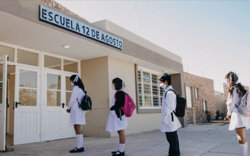 <h6>Presencialidad cuidada</h6><h1>Educación ya entregó 190.602 kits sanitizantes a estudiantes</h1>
